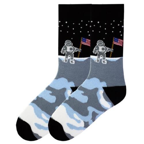 PATRIOTIQUE homme sur la lune Crew Chaussettes Chaussures Noire Taille 6-12.5 Americana K Bell