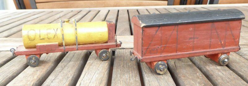 Erzgebirge 2 pcs FREIGHT CAR COVERED GOODS WAGON and Tank for H0, Wood
