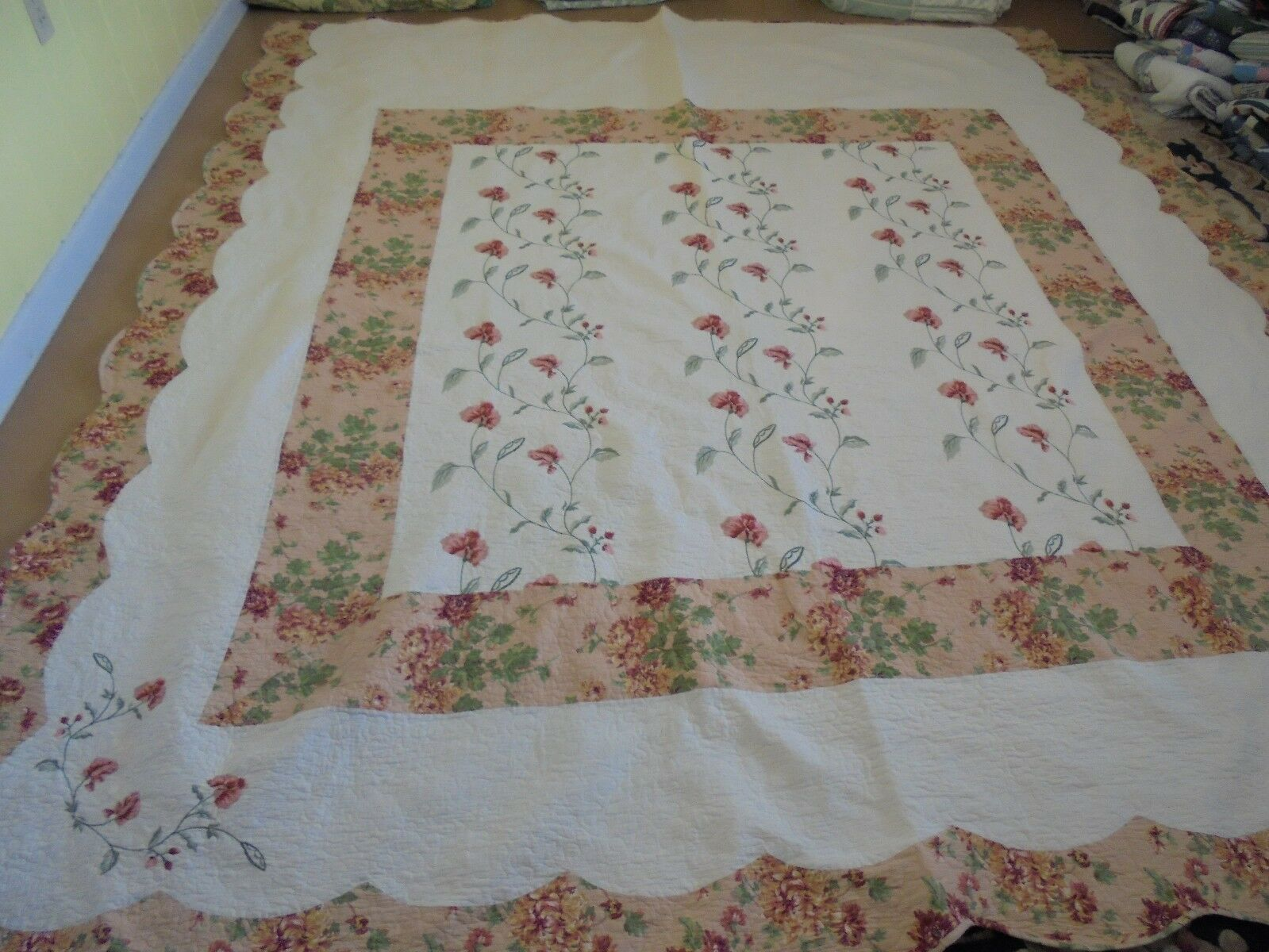 Pretty Apricot & verde Floral Pattern w Embroiderosso Flowers & Frame Quilt