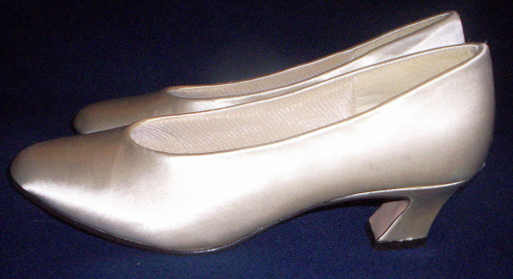 FROTERICO BRIDAL LEONE LADIES Weiß SATIN BRIDAL FROTERICO PUMPS Schuhe Größe 5 NEW IN THE BOX 242f6c