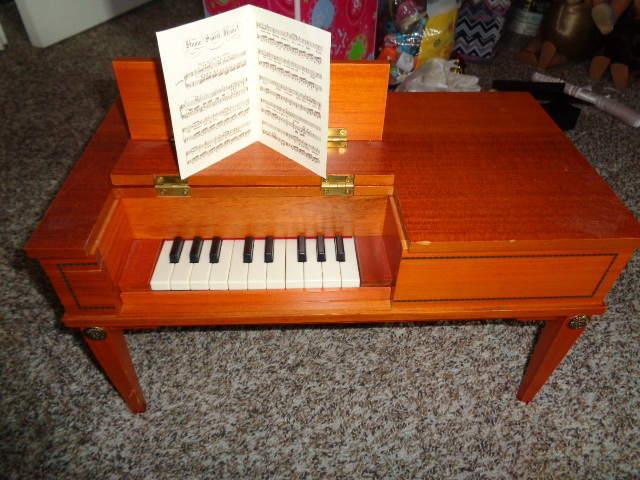 Raro American Girl Josefina inglés Cuadrado Piano W piezas de música