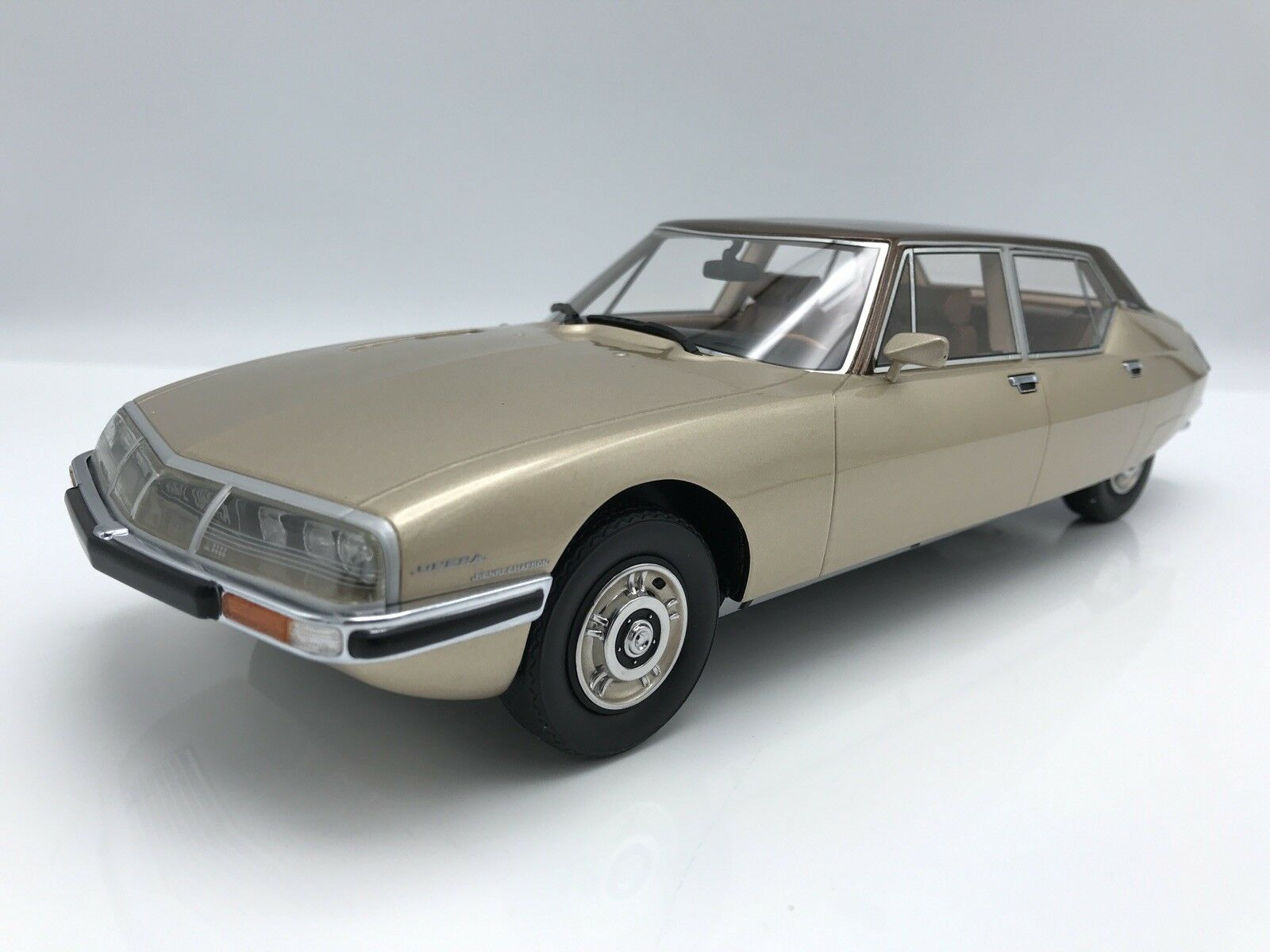 CITROEN SM Opera by Henri Chapron 1972 Beige Brown 1 18 CMF    NEW