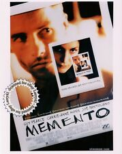 Guy Pearce, Carrie-Anne Moss still MEMENTO (2000) Color! Mint! GET SIGNED! 8x10