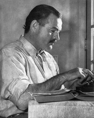 ERNEST HEMINGWAY NOVELIST 8X10 PHOTO AZ128 SHORT STORY WRITER AND JOUNALIST