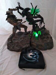 AVP-Alien-vs-Predator-Ultimate-Showdown-DVD-Collector-039-s-Set-Best-Buy-NECA