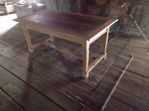 grosser-Tisch-Weichholz-um-1800