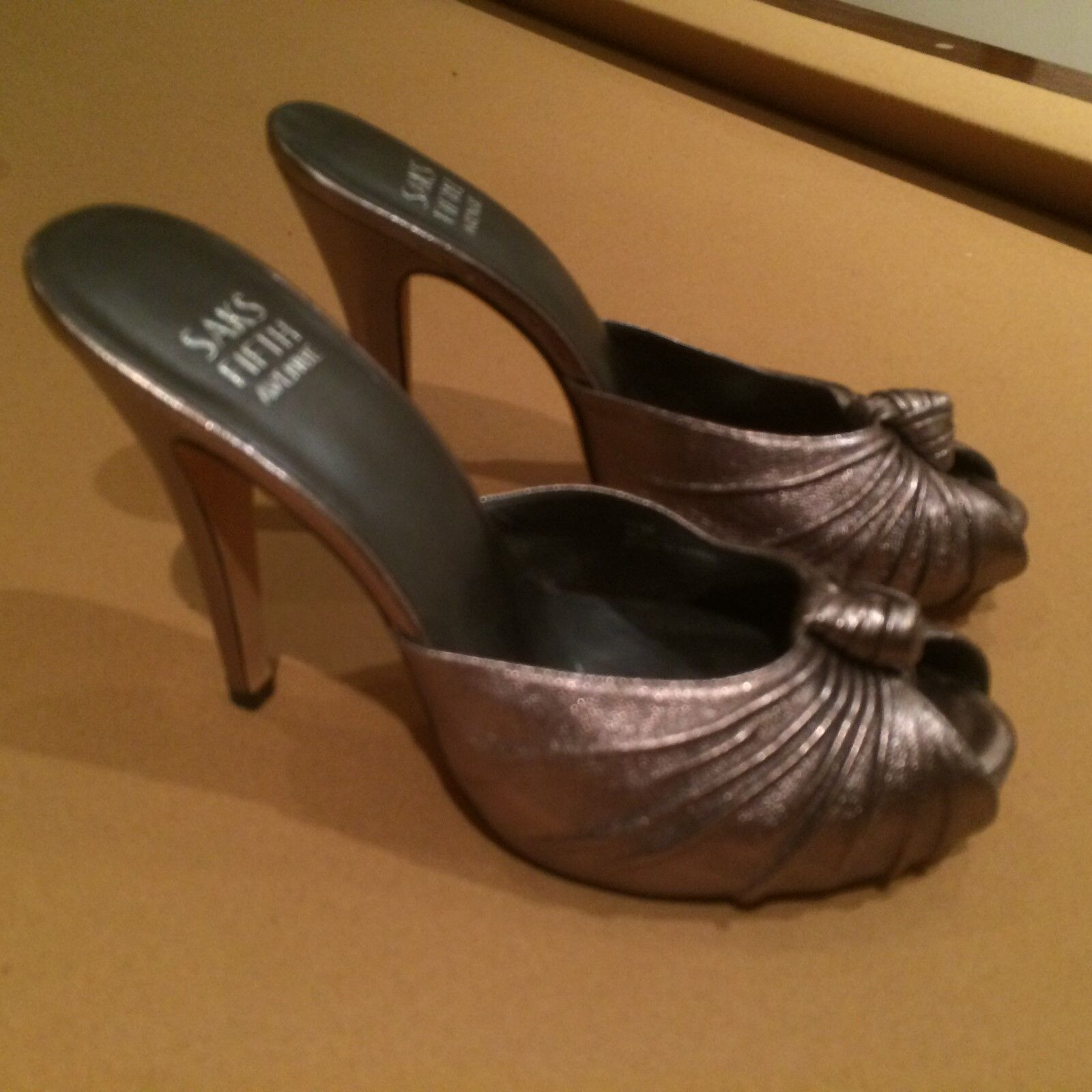 negozio online NEW SAKS FIFTH AVENUE PEWTER SHOE, HEEL, HEEL, HEEL, MULE Dimensione 7 1 2  vendita online