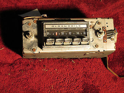 1971, 1972, 1973 Oldsmobile Cutlass 442 F85 AM Radio - Missing Knobs #7935003