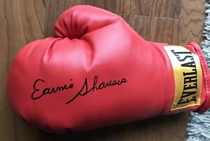 Earnie-Shavers-Signed-Everlast-Boxing-Glove-With-Exact-Proof