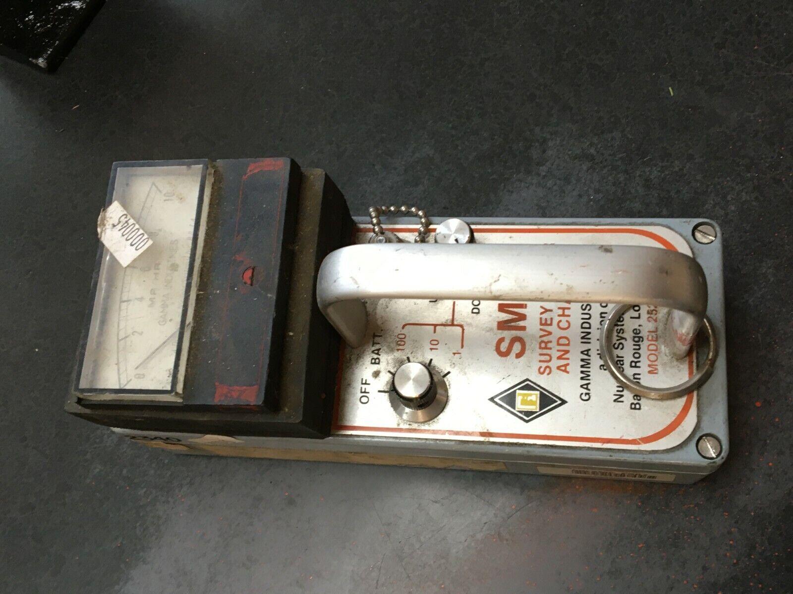 s l1600 - Vintage Geiger Radiation SURVEY METER SMAC Model 252B Untested