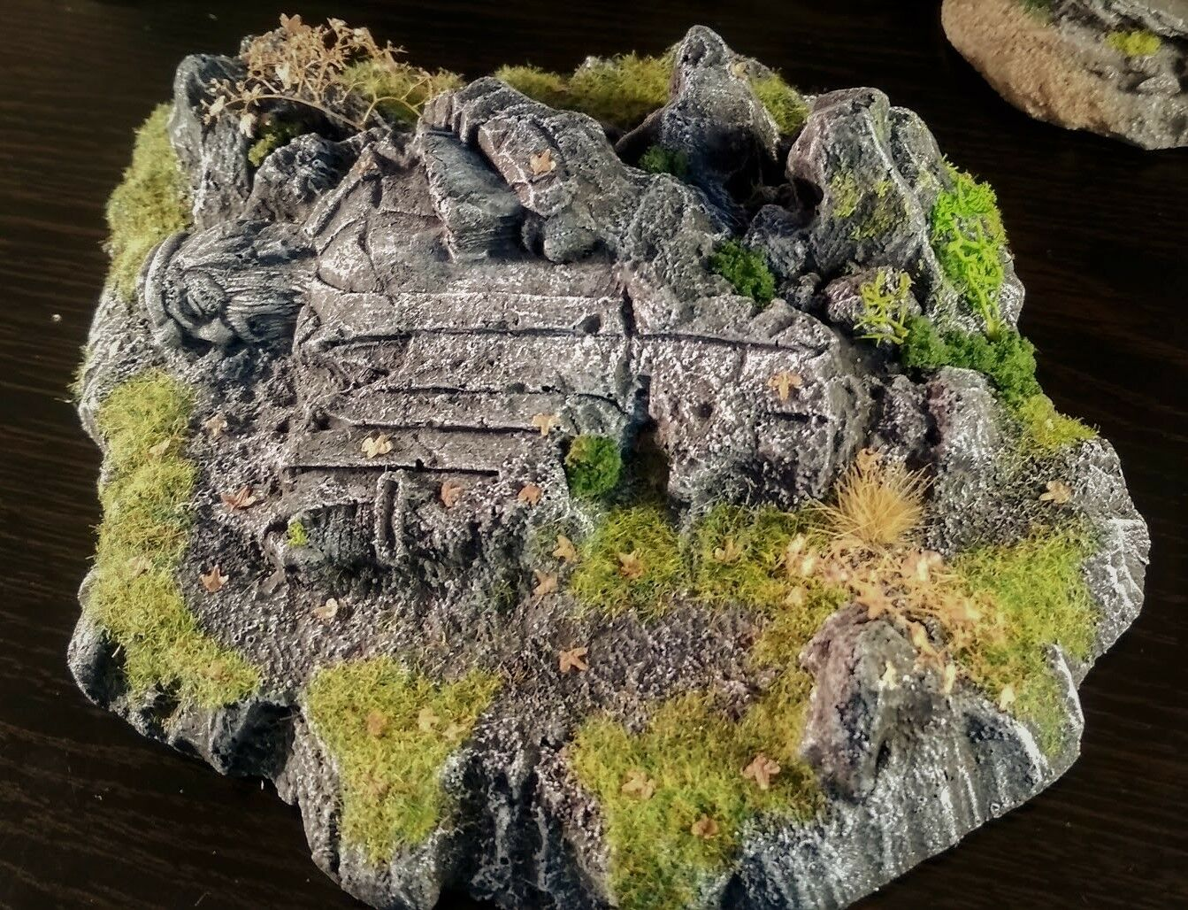 LOTR.The Fallen Statue of the Kings. Ruins. Diorama. Scenery. Terrain. Painted.