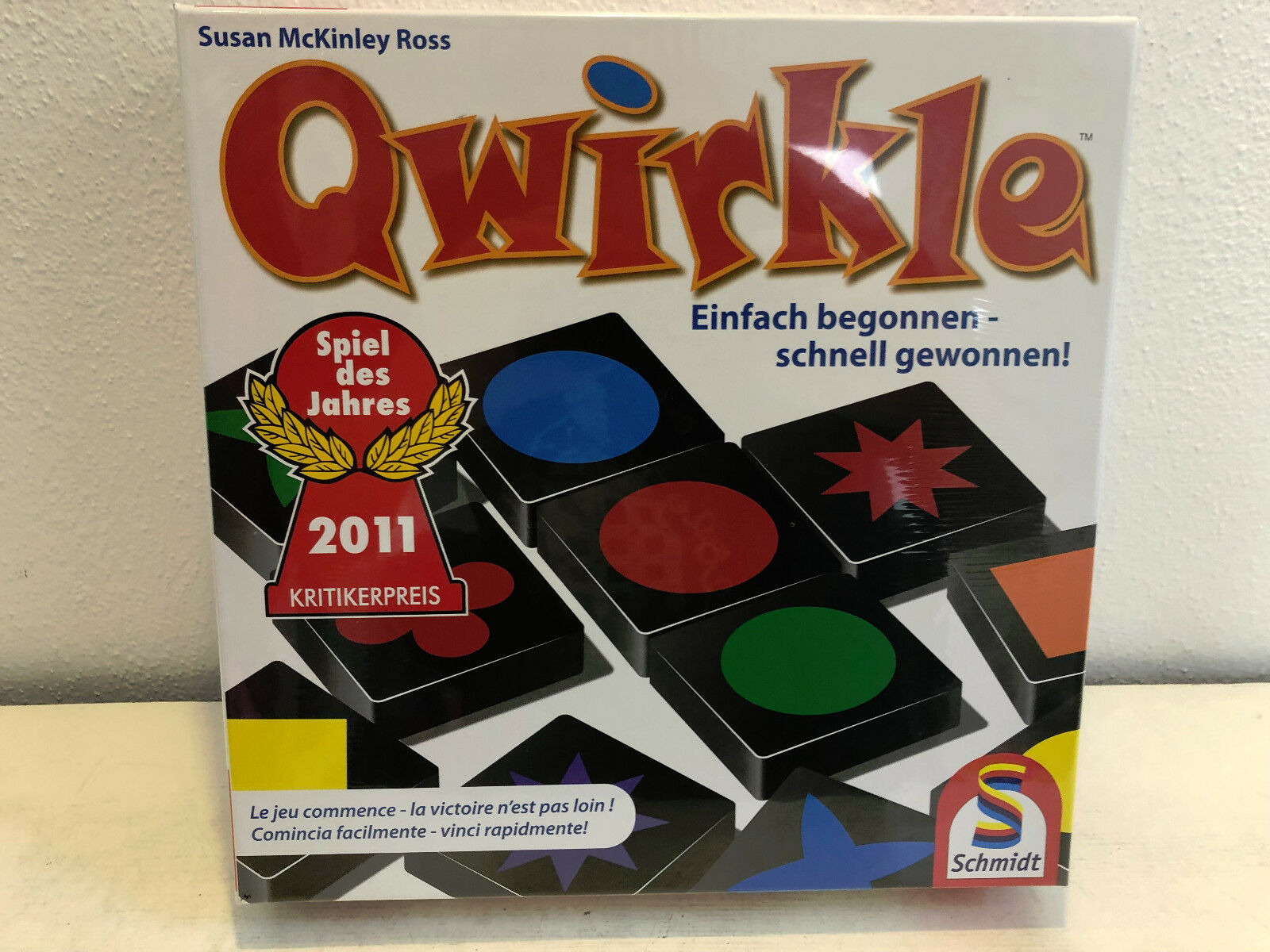 Qwirkle Of Schmidt game of the Year 2011 BNIB corporate Family laying