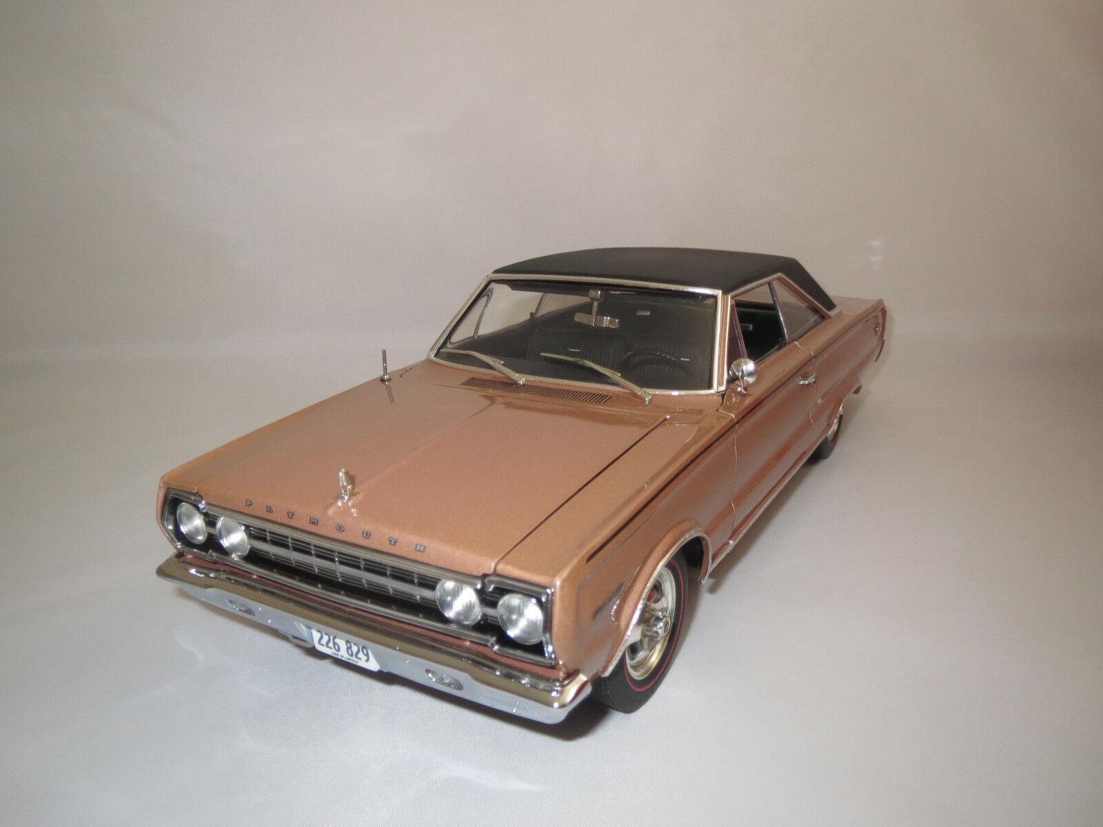 calidad fantástica Highway 61 Plymouth Belvedere  1967    (marrón claro-met.) 1 18 sin embalaje   perfecto