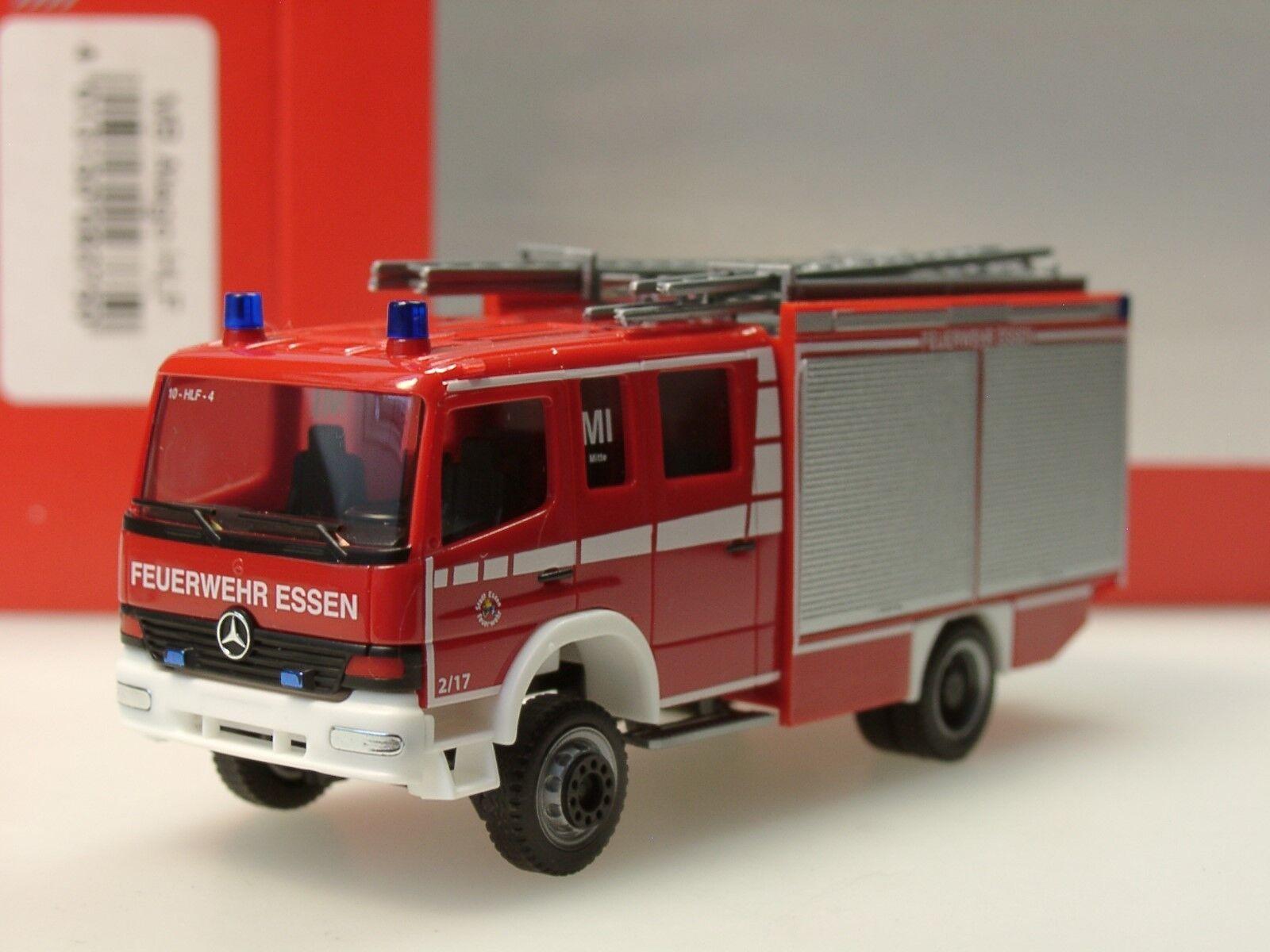 Herpa Mercedes Atego HLF  pompiers volontaires manger milieu  - 093750 - 1 87