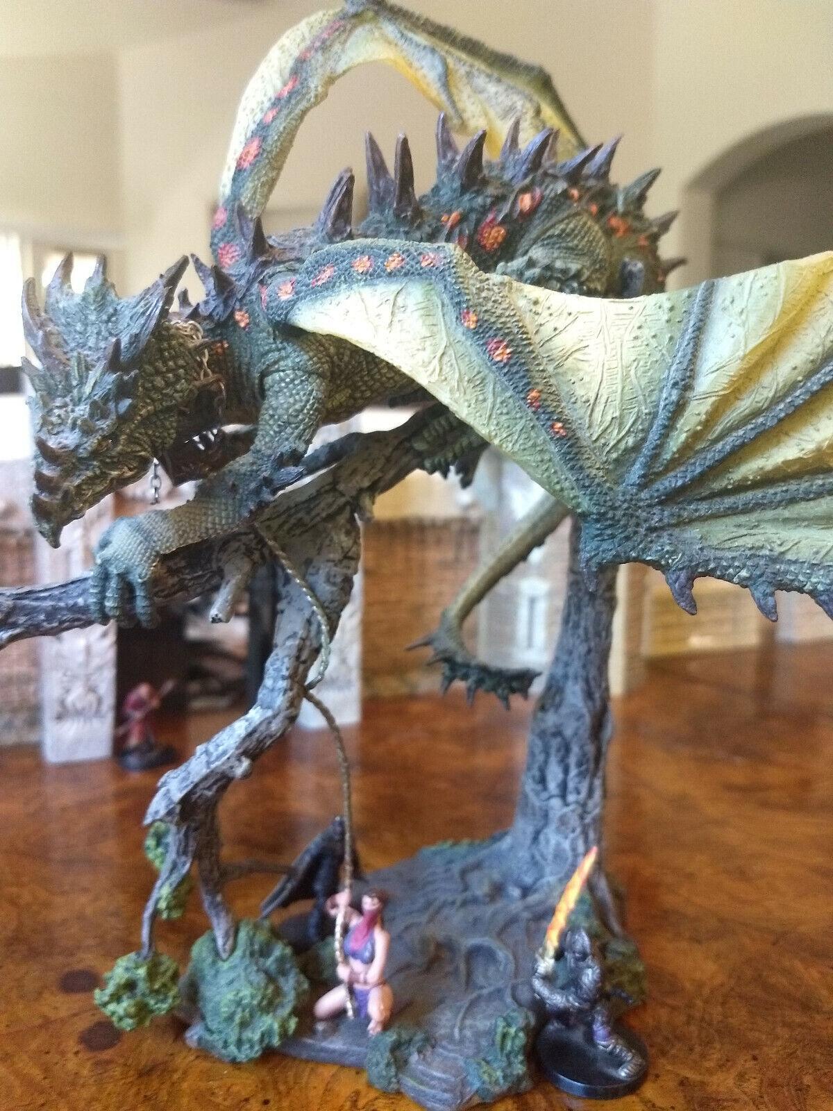 Grön drake.Gargantuan Enorma D &D Mcfarlane Dungeons &drakes Pathfinder RPG