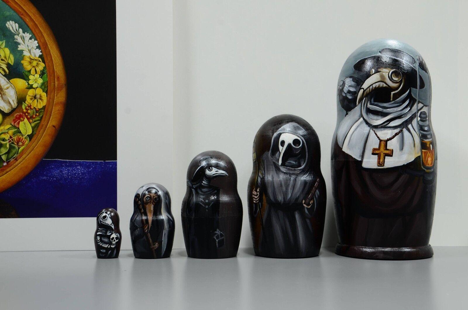 Russian  Matryoshka Baautoautobushka, Wooden nesting bambolas, Plague doctor, hefatto  shopping online di moda