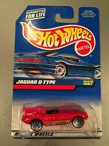 Hot-Wheels-Jaguar-D-Type-997-T02