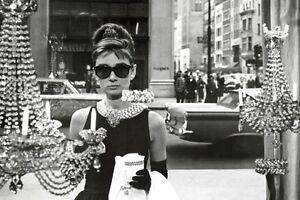 Audrey-Hepburn-Breakfast-At-Tiffanys-Window-POSTER-61x91cm-NEW-classic-scene
