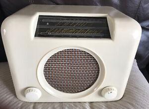 Bush DAC90Bakelite Valve Radio. Very Rare Cream Colour Working Good Condition
