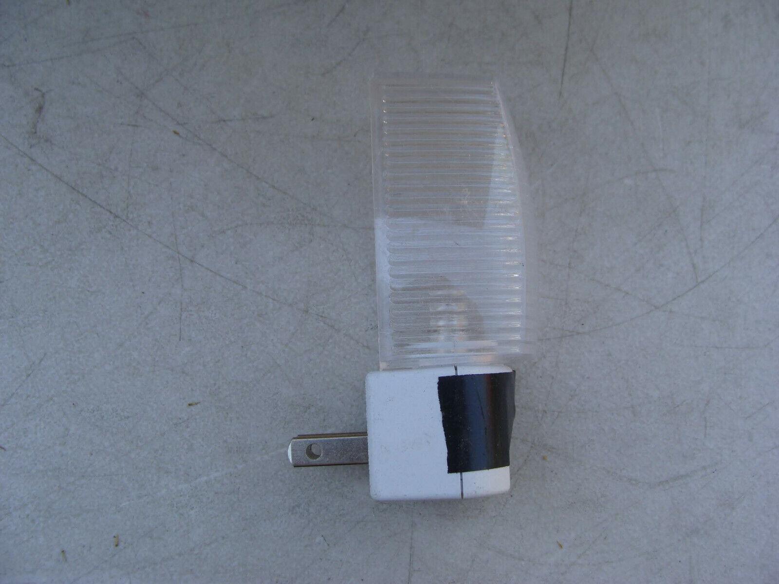 Lot of 13 - Intertek 3160817 Night Light