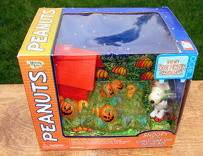 Peanuts GREAT PUMPKIN 2002 SNOOPY Figure WW1 Flying Ace Deluxe Playset  RARE