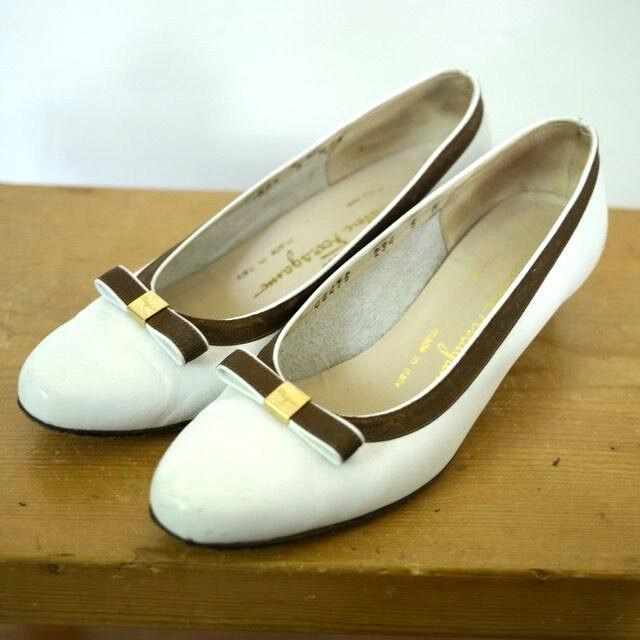 De colección Ferragamo Ferragamo Ferragamo vara Italia blancooo Marrón De Cuero Con El Logotipo De Latón Arco Vestido Zapatos 5B 35  Esperando por ti