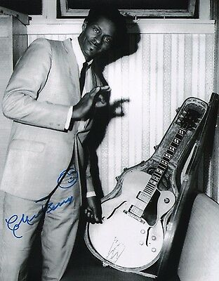 """Entertainment Memorabilia Autographs-original Analytical Chuck Berry Signed Autographed 11x14 W/proof Of Years At """"blueberry Hill"""" N"""