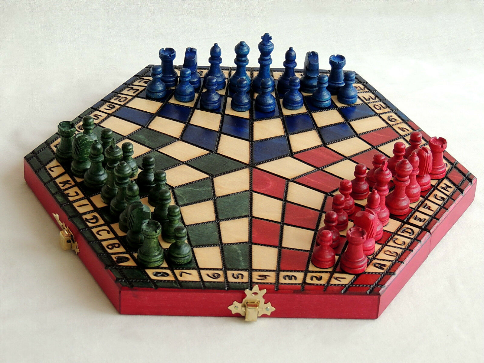 BRAND NEW 32CM THREE PLAYER WOODEN CHESS SET + RULES