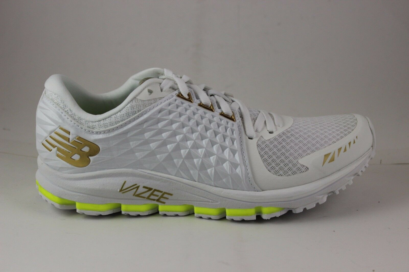 New Balance Men's Running 2090 Vazee M2090TT White gold Brand New