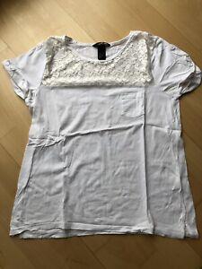 Zeitlos schönes T-Shirt mit Spitzeneinsatz, H&M, Gr. S - Gingen, Deutschland - Zeitlos schönes T-Shirt mit Spitzeneinsatz, H&M, Gr. S - Gingen, Deutschland