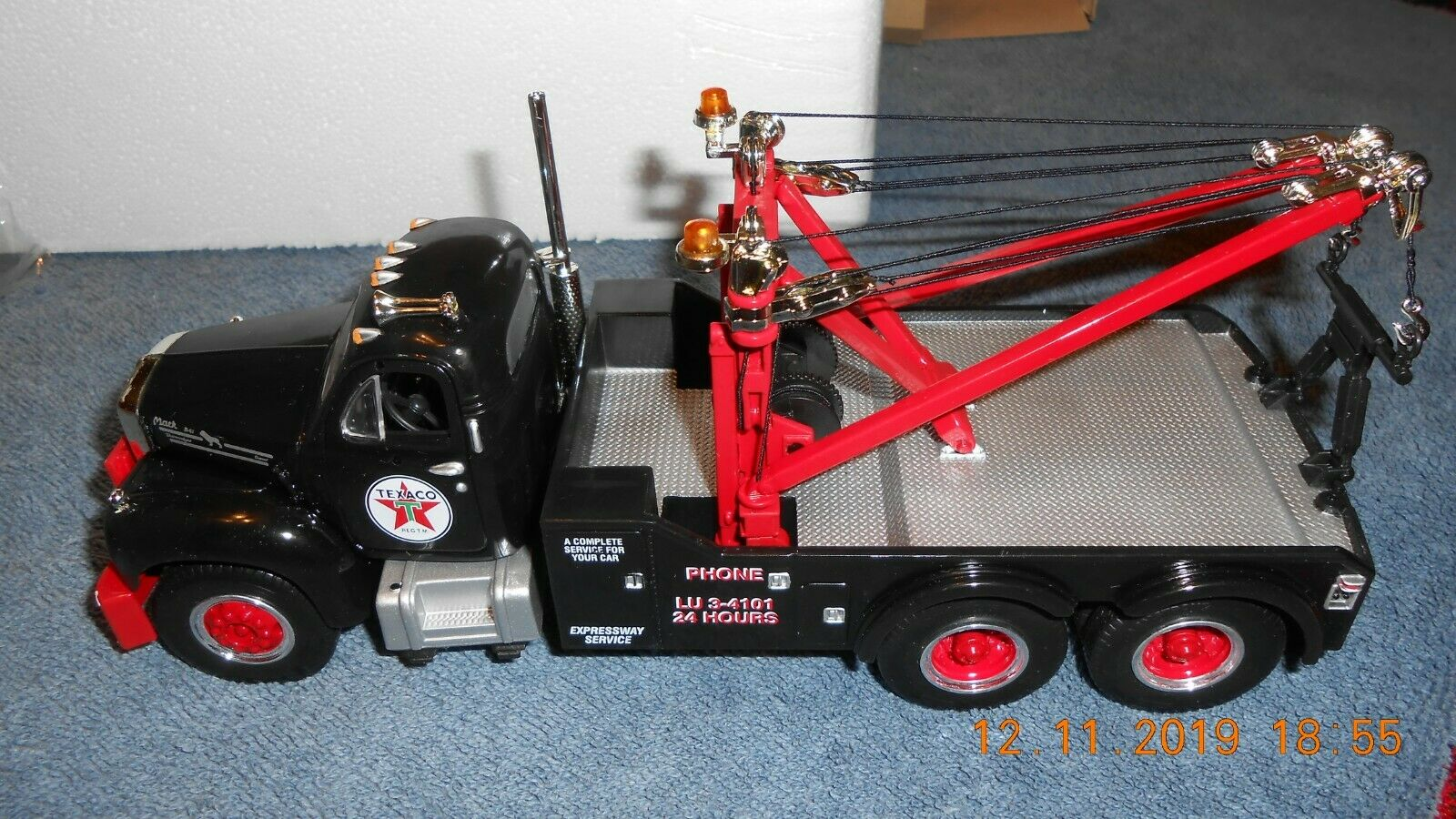 1998 First Gear 1960 B-61 Mack Tow Truck 1 34 Scale Texaco Expressway  19-2218