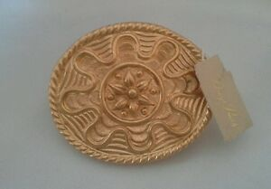 Vintage-Dotty-Smith-Belt-Buckle-Gold-Tone-Scallop-Floral-Design-Oval-2-5-034-Across