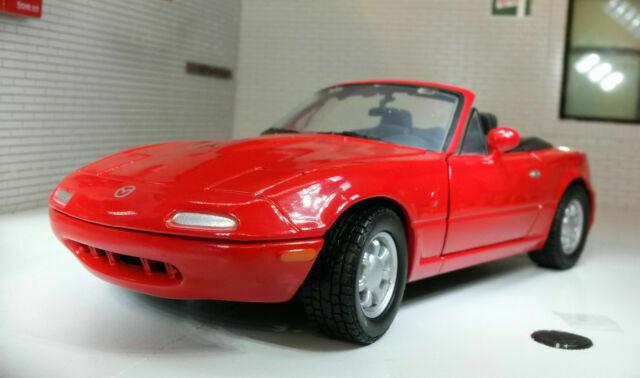 Modelo 1:24 Mazda mx-5 Miata MKI na rojo 1990 Motormax 73262