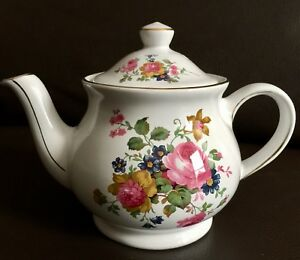 Small-Vintage-1940s-Sadler-English-Ironstone-Teapot-In-Perfect-Condition