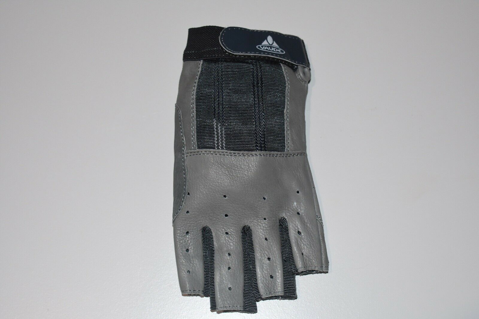 Vaude Genuine Leather Cycling Workout Weight Lifting And Gym Gloves (Small).