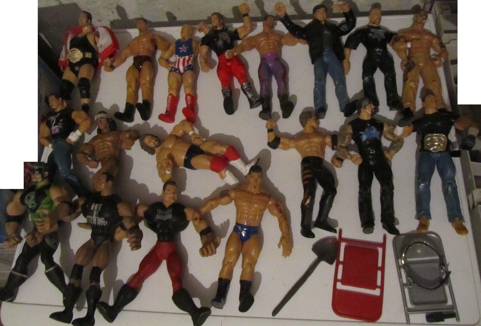Lotto 18 Wrestler anni 2000 moderni con accesori Wrestling wwf action figures