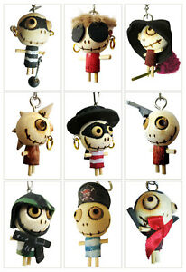 MONSTER-Schluesselanhaenger-Holz-Voodoopuppen-Pirat-Superheld-Hexe-Punker-Voodoo