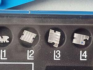 Dental-Keramikbrackets-ceramic-brackets-3-Schlitz-3-Slot-mit-haken345-roth18-CE