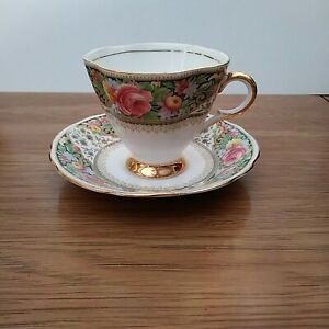 Windsor-bone-china-made-England-footed-Gold-Teacup-amp-Saucer