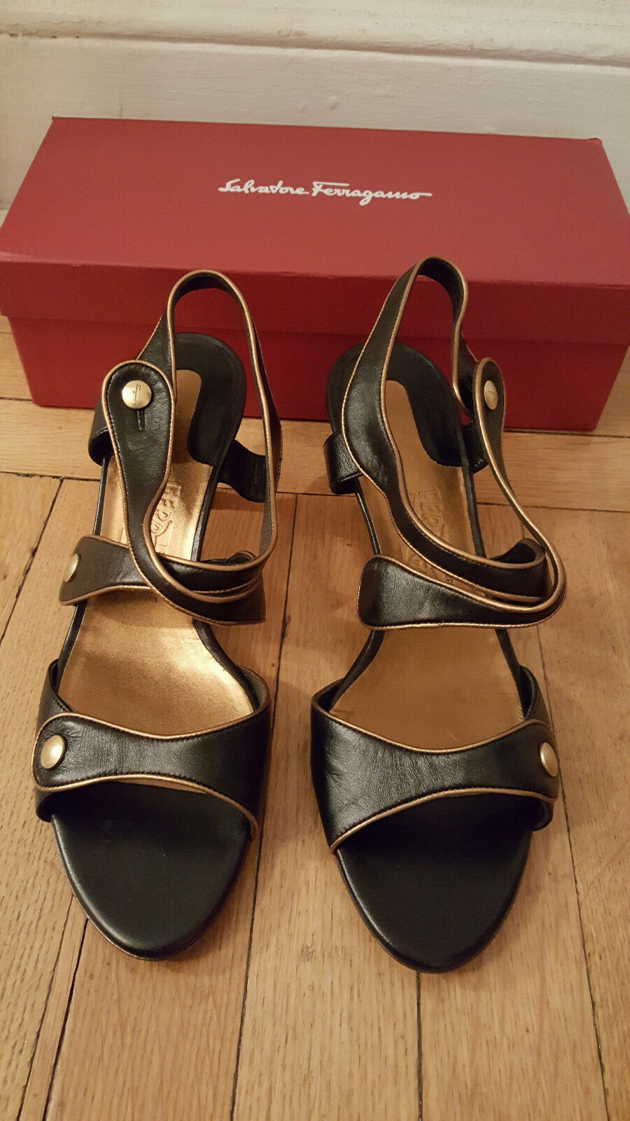 NIB: FERRAGAMO SORPRESA Black Leather Strappy Sandals w/ Gold Piping, 11B