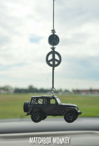 2014 Jeep Wrangler Rubicon X Mirror Hanger Dangler 1//64 Adorno Unlimited Emblem