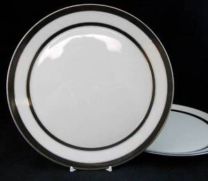 Lenox-VENTURE-2-Dinner-Plates-GREAT-Trim-MEDIUM-USE-GREAT-VALUE