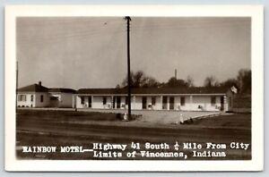 Vincennes-Indiana-On-Route-41-Towards-Decker-RPPC-Rainbow-Motel-c1950-Postcard