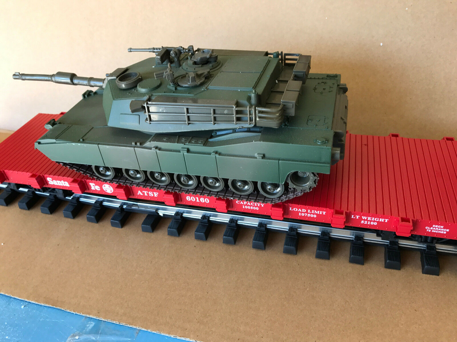 USA Trains Flatcar &  MOTORIZED Tiger 1 1 1 Army Tank & Choice of 7 Roadnames & 2 s 2f330f