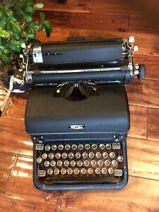 antique ROYAL Manual typewriter Serial Number KMM-3208941. Used