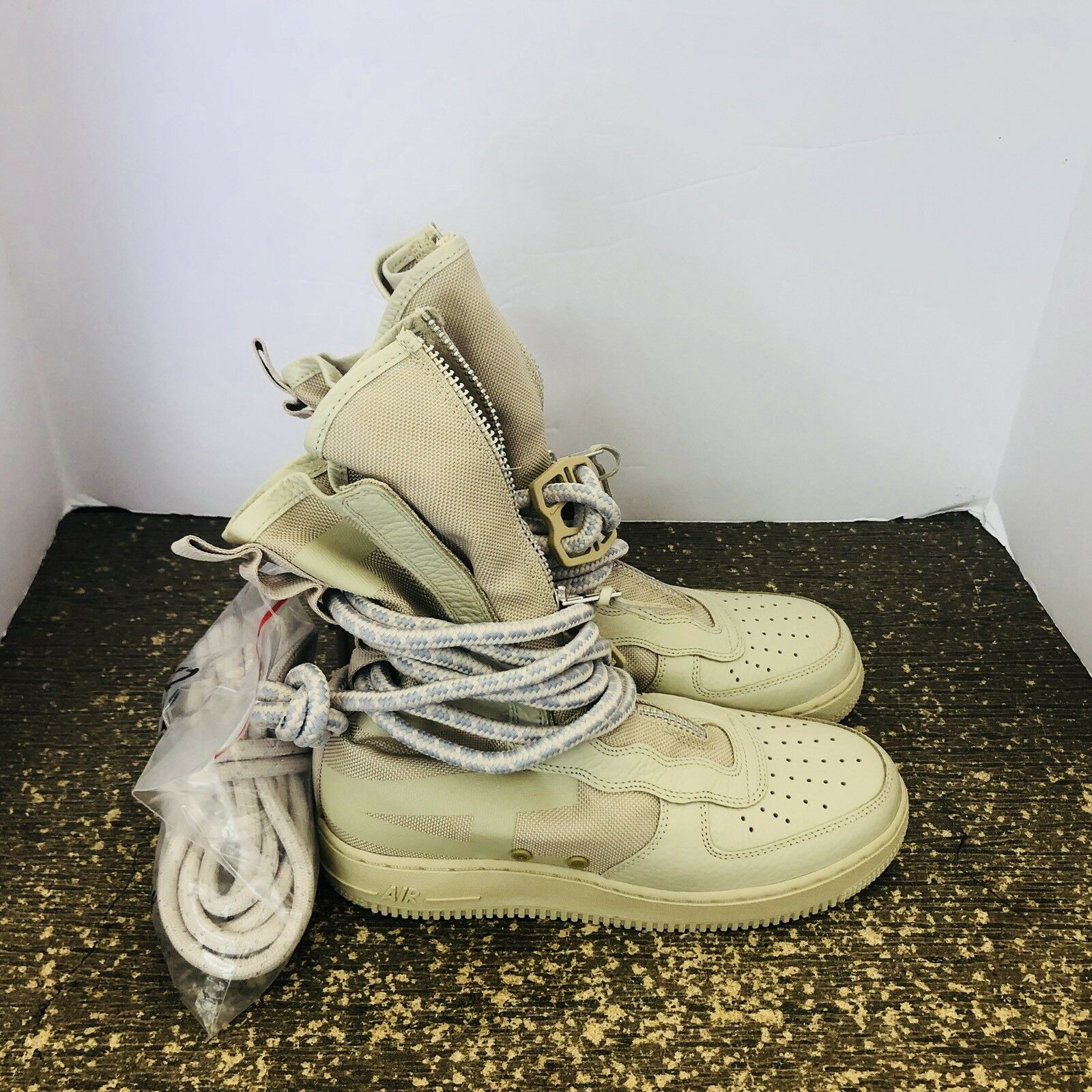 Women's Nike Special Field Air Force 1 HI Shoes -Size 10 -AA3965 200 <New>
