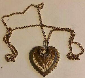 Vintage-18-034-Gold-Tone-Mesh-Heart-Shaped-Pendant-Necklace