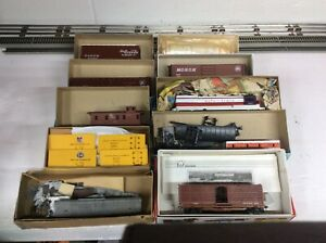 Lot-of-Athearn-and-others-kits-locomotive-boxcar-caboose
