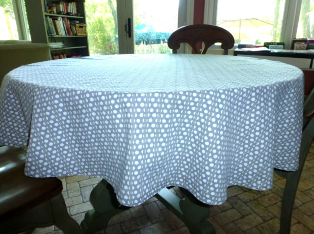 RE ROOM ESSENTIALS Gray POLKA DOT Or PLAID Round TABLECLOTH 64