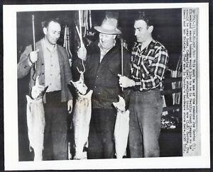 JOE-GORDON-NY-Yankees-HOFer-FISHING-WIRE-PHOTO